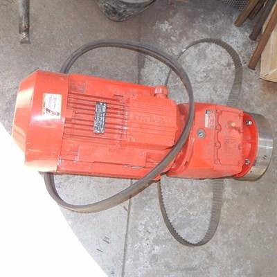 Мотор редуктора штукатурной станции 380 V, 7.5 kW, 200 об/мин. - фото 5337